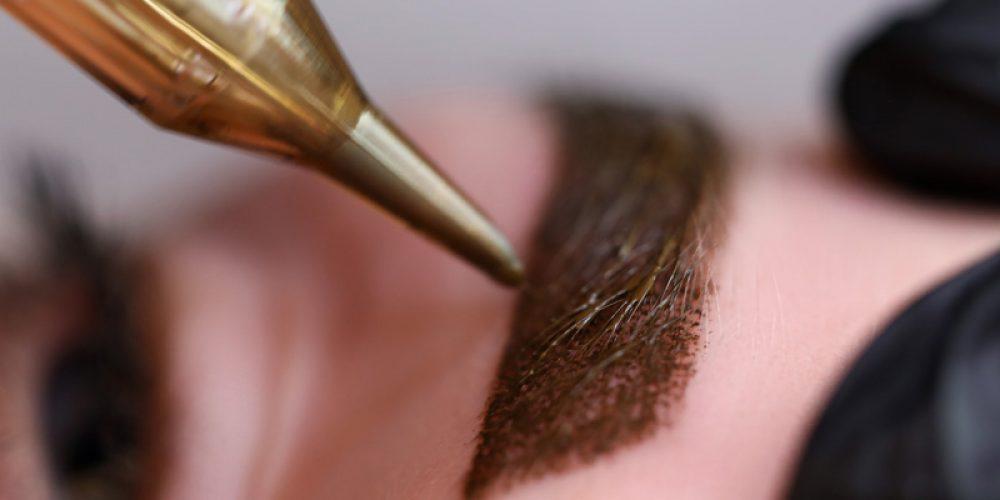 beauty-masters-hands-do-permanent-eyebrow-makeup